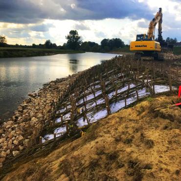 Ubezpieczenie lewego brzegu rzeki Wisły w Regowie Starym gm. Gniewoszów